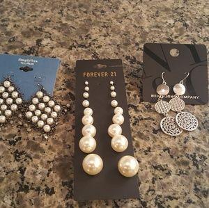Earrings as lot
